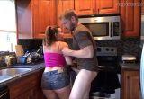 Pegando a cunhada rabuda gostosa na cozinha e metendo a rola