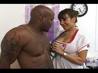 Enfermeira japa vestida para matar o negro de prazer