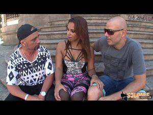 Francesa gostosinha em primeiro grupal com gringos