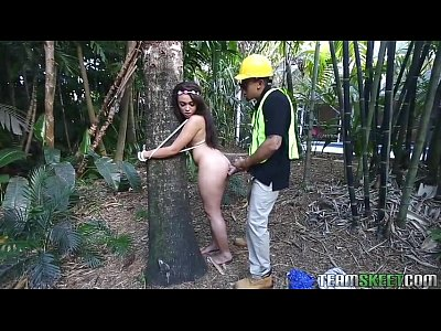 Metendo Pica Grande Na índia Safadinha Embaixo Da árvore