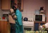 Consolou a sogra gostosa com sexo na cozinha
