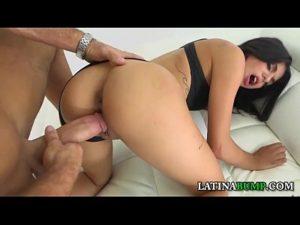 Gina Valentina em foda brutal recebendo na bucetona
