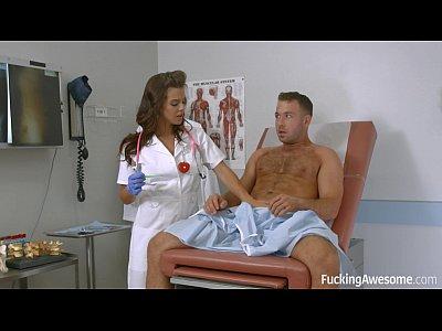 Homem safado de sorte fodendo a boazuda da enfermeira