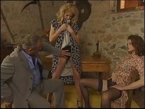 Porno antigo com duas gostosas dando o cu ao comedor