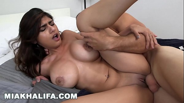 Melhor porno com a  atriz porno muito gostosa Mia Khalifa
