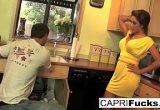 Morena traindo marido com encanador sortudo