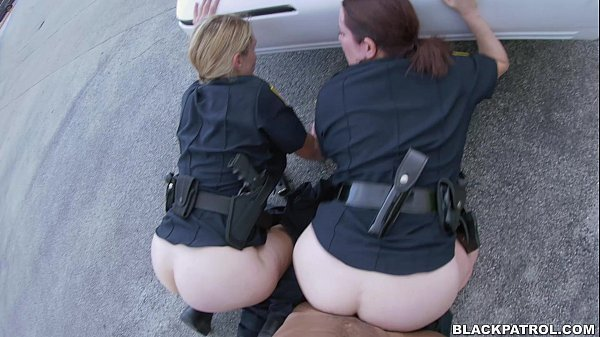 Xvideos com policiais bucetudas dando ao negro fogoso