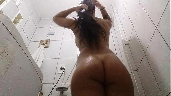 Lola Gostosa Do Brasil Tomando Banho Depilando Buceta