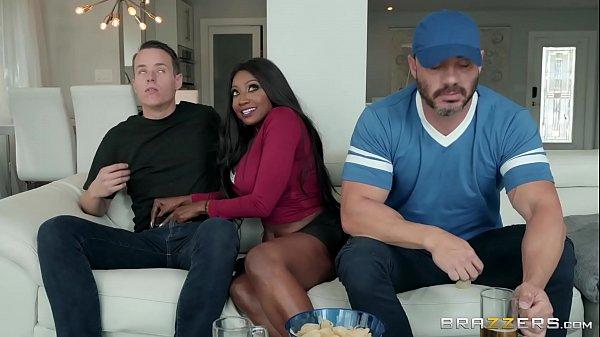 Negra Sarada No Pornô Traindo O Seu Marido Otário