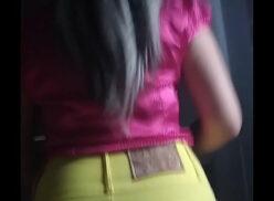 Menina de saia curta