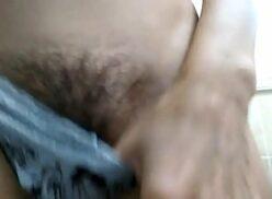 Mostrando a buceta peluda