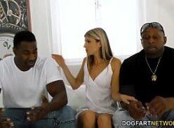 Video mulheres nuas fazendo sexo com dois caras safados