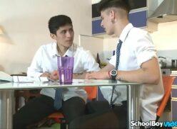 X videos gay escola