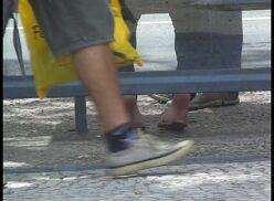 Batendo punheta no ponto de ônibus