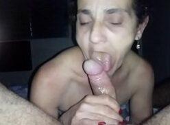Porno amador com velha dando o cu e gemendo muito