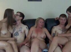 Sexo grupal em familia