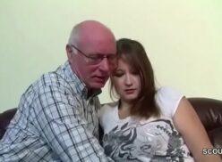 El abuelo se folla la nieta