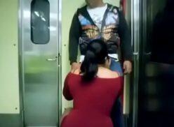 Mamando verga en el metro