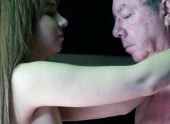 Abuelo se folla a nieta