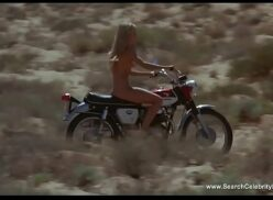 Chicas desnudas en moto