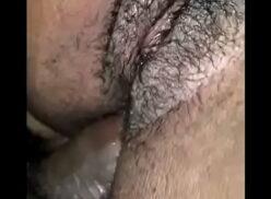 Comendo o cu da prima com tesão