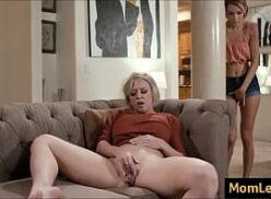 Porno com sexo lésbico mãe e filha se deliciando