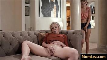 sexo lésbico mãe e filha