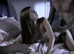 Porno vídeos de sexo a três com duas gostosas e um dotado